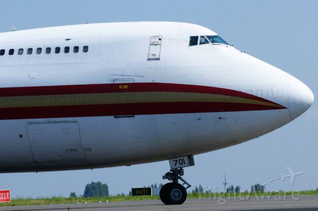 Boeing 747-200 (N701CK) - taxien