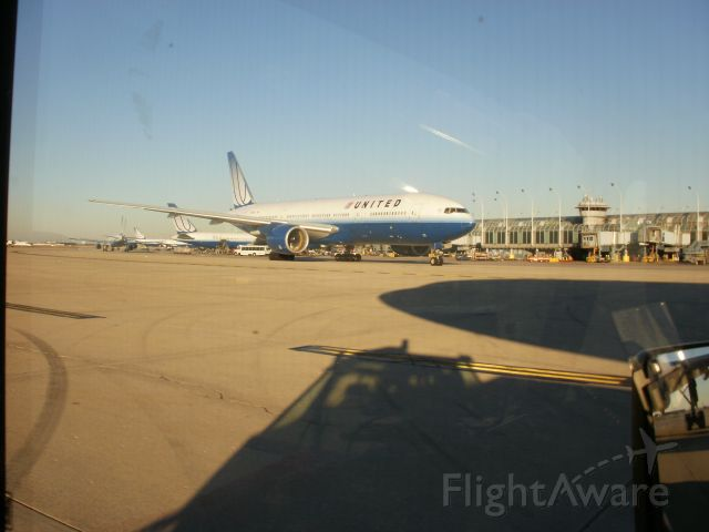 Boeing 777-200 (N778UA)