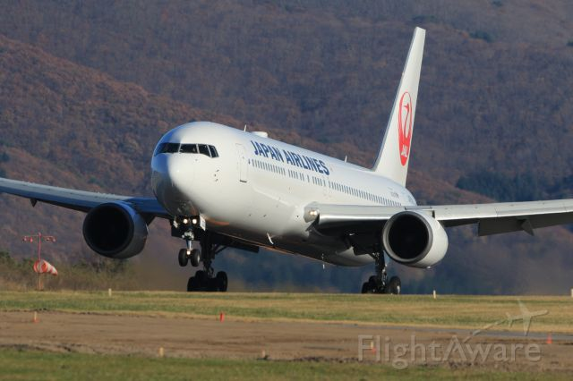 BOEING 767-300 (JA659J) - November 10th 2019:HND-HKD.