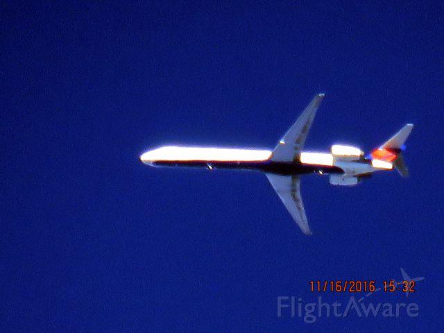 McDonnell Douglas MD-90 (N938DN)