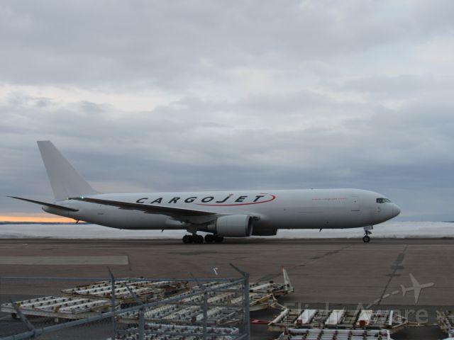 BOEING 767-300 (C-FPIJ)