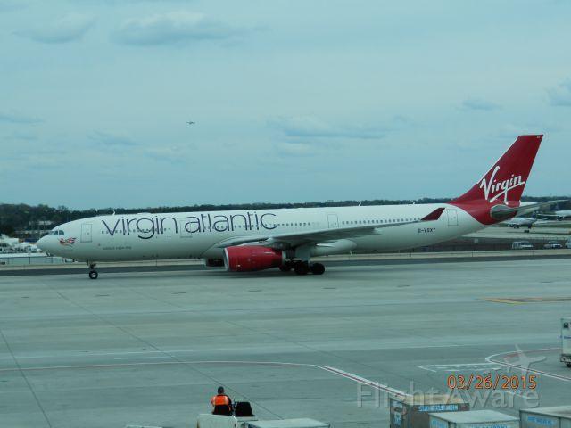 Boeing 777-200 (G-VSXY)