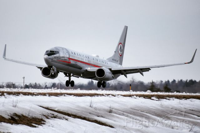 """Boeing 737-800 (N905NN) - American Airlines """"AstroJet"""" Heritage Livery arriving into Buffalo from Charlotte ..."""