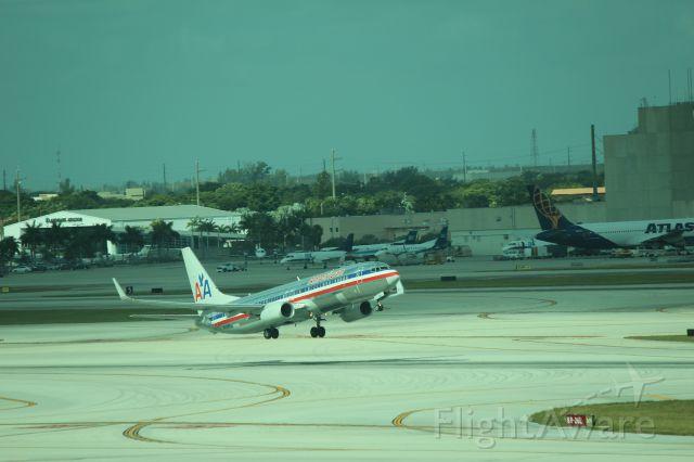 Boeing 737-800 (N878NN) - 121013 rotating from Rwy 8R