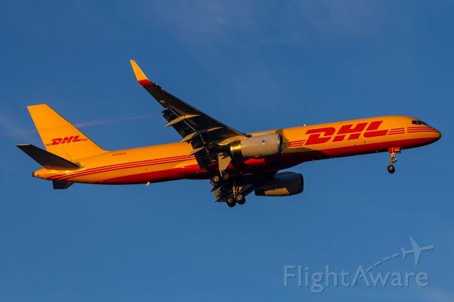 Boeing 757-200 (G-DHKU) - G-DHKU DHL Air Boeing 757-223(PCF)(WL)