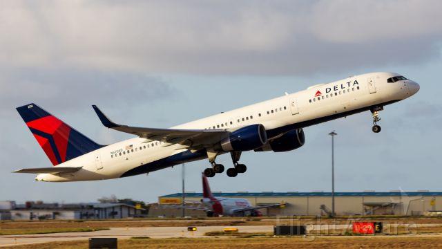 Boeing 757-200 (N6708D) - Departing back to MSP