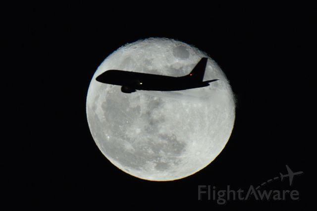 — — - Flight IBX80 approaching to RJOO. 2015 NOV 27, 19:01(JST) (ISO400, f/9, 1/250sec)