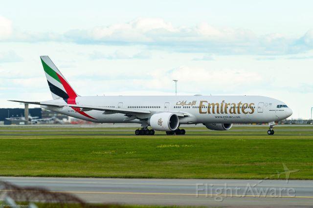 Boeing 777-200 (A6-EPQ) - Takeoff from Copenhagen Okt 2020
