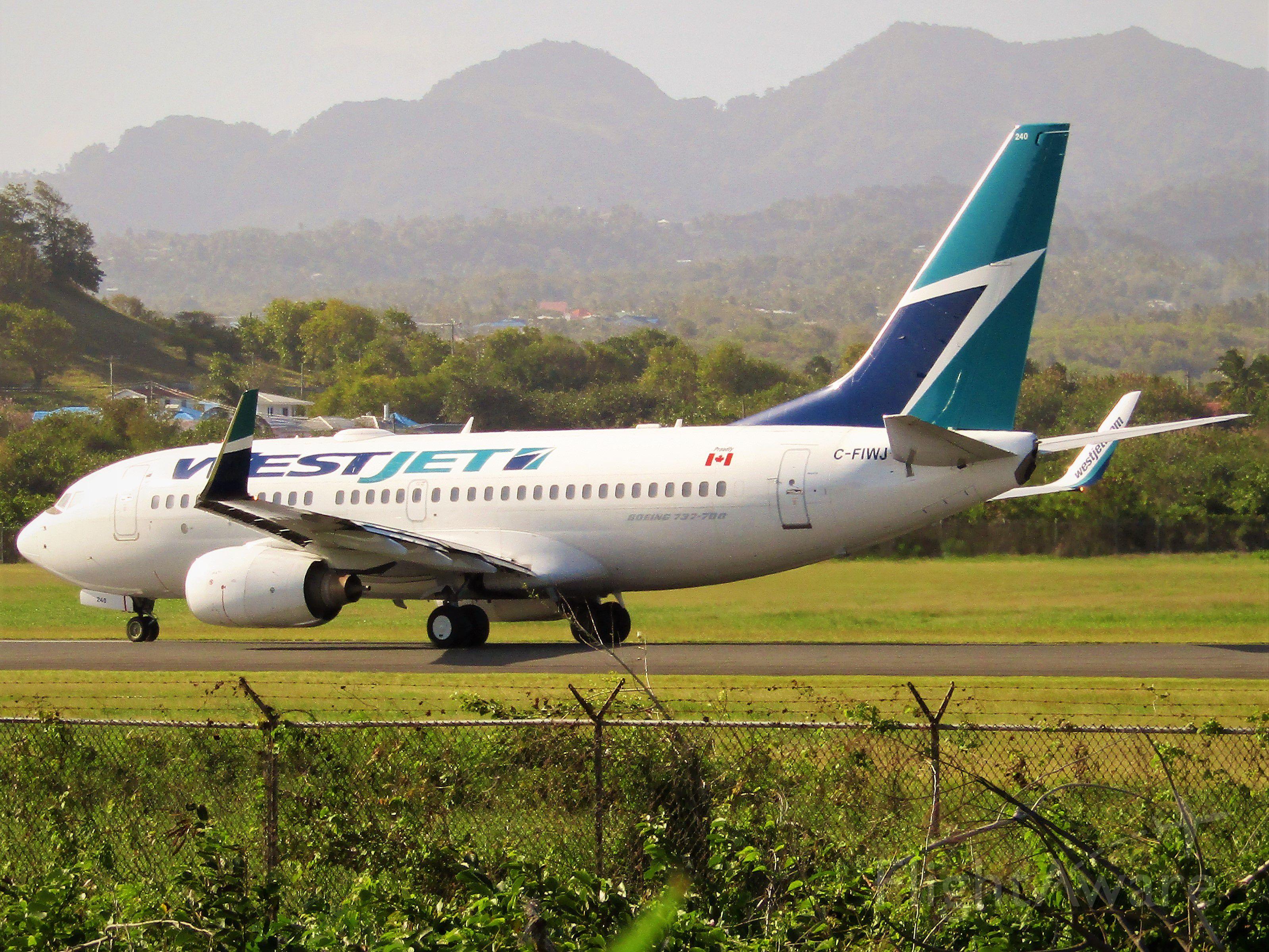 Boeing 737-700 (C-FIWJ)