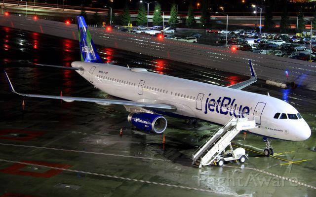 Airbus A321 (N945JT)