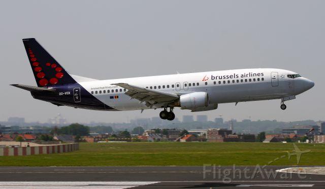 BOEING 737-400 (OO-VEK)