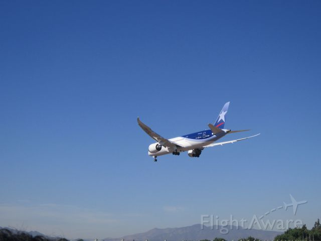— — - Landing B787 LAN in SCEL RWY 17R<br />8 December