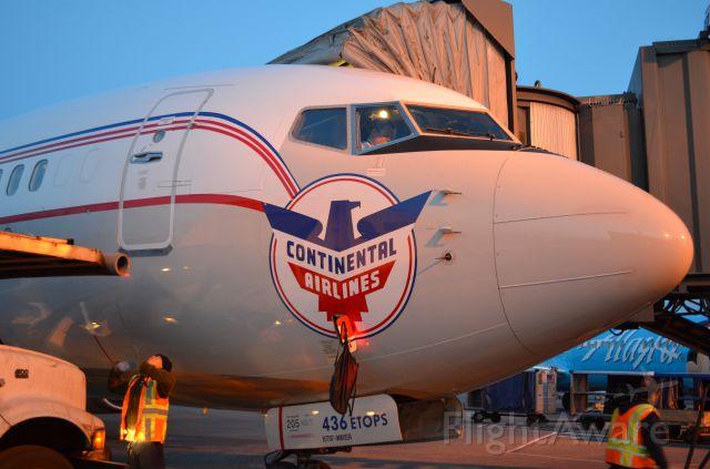 Boeing 737-700 (N75436) - Continental Retro Scheme.