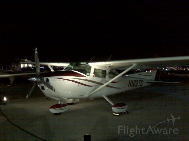 Cessna Skylane (N122TG)