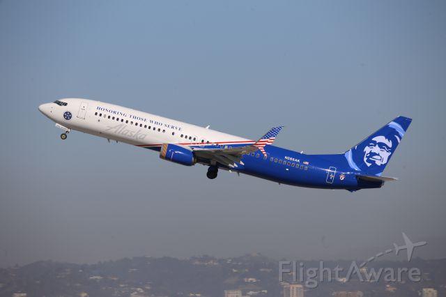 Boeing 737-700 (N265AK)