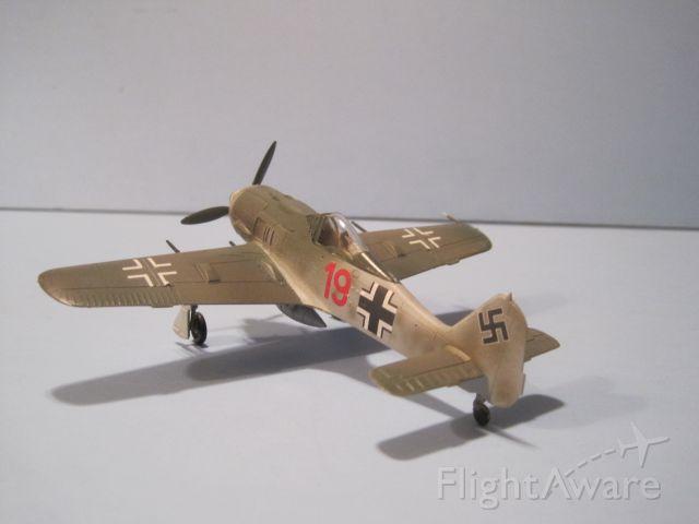 — — - 1/72 scale model of Focke-Wulf 190A-8