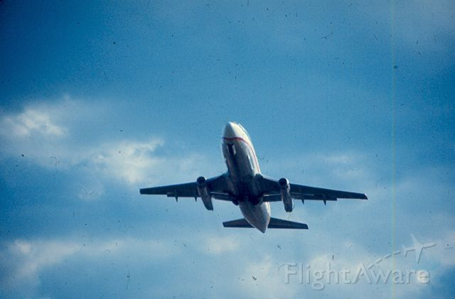 Boeing 737-200 — - United B737 about to pass over Gravelly Point Park off runway 01 at KDCA.  Circa 1968-70