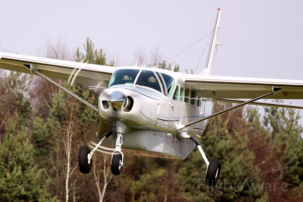 """Cessna Caravan (N717RD) - More of me at:  http://www.sgmst.nl/photo-portal/photo-portal.htm ...and search for """"photographer"""" Peter Maassen."""