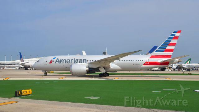 Boeing 787-8 (N810AN) - American Airlines Boeing 787-8 Dreamliner N810AN in Chicago