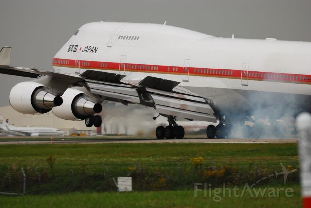 Boeing 747-400 — - Landing on 28L