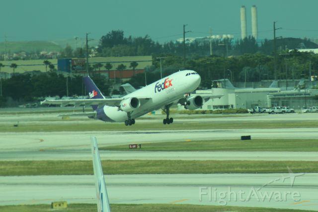 Airbus A300F4-600 (N674FE) - 121013 FedEx rotating from Rwy 8R