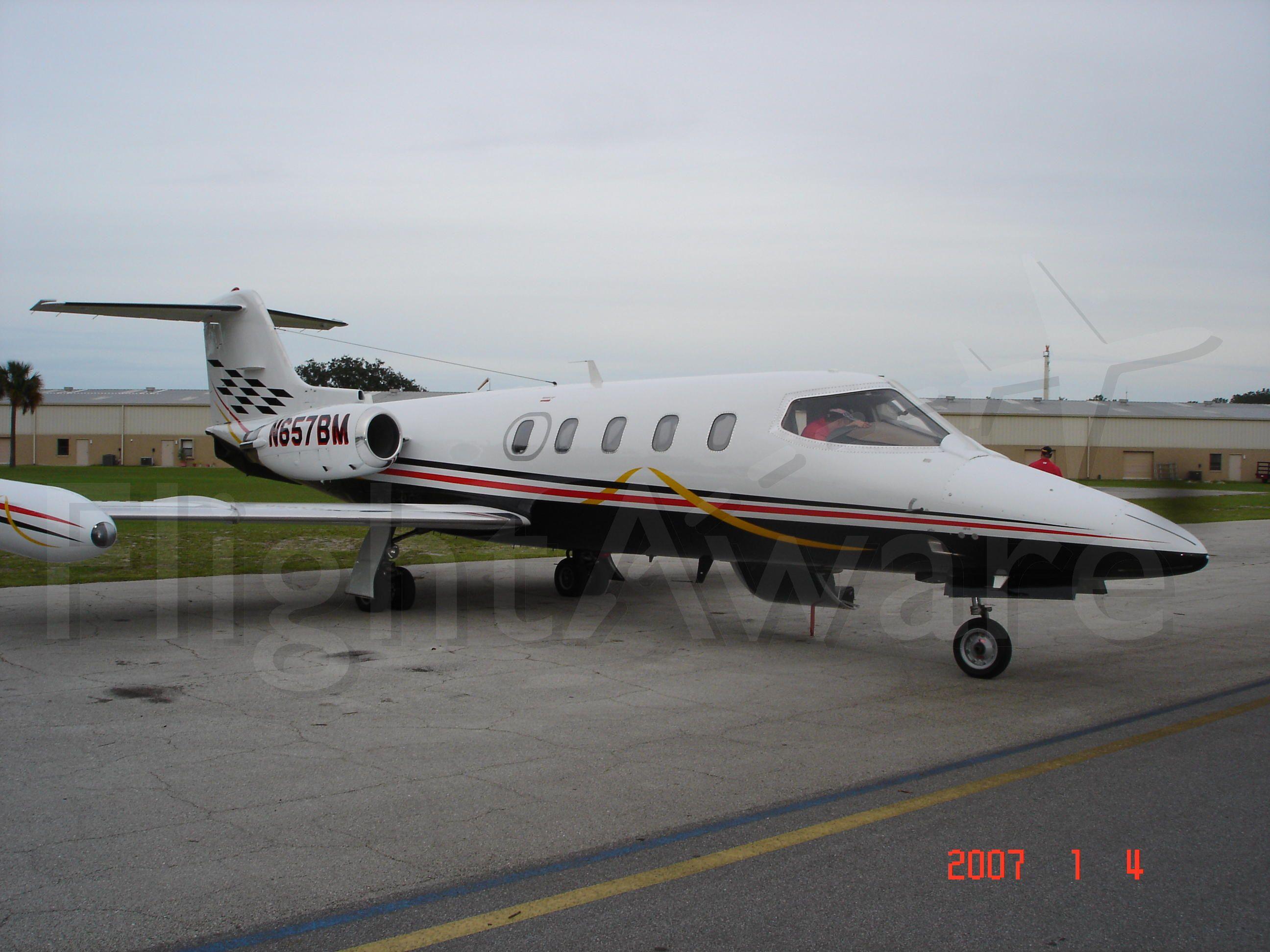 Learjet 25 (N657BM)