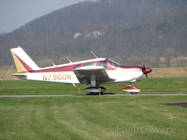 Piper Cherokee (N7960N) - Taxiing in after Landing at Penn Valley