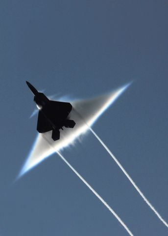 — — - A U.S. Air Force F-22 Raptor executes a supersonic flyby in the Gulf of Alaska, June 22, 2009. (Photo by Ronald Dejarnett/Reuters/U.S. Navy)