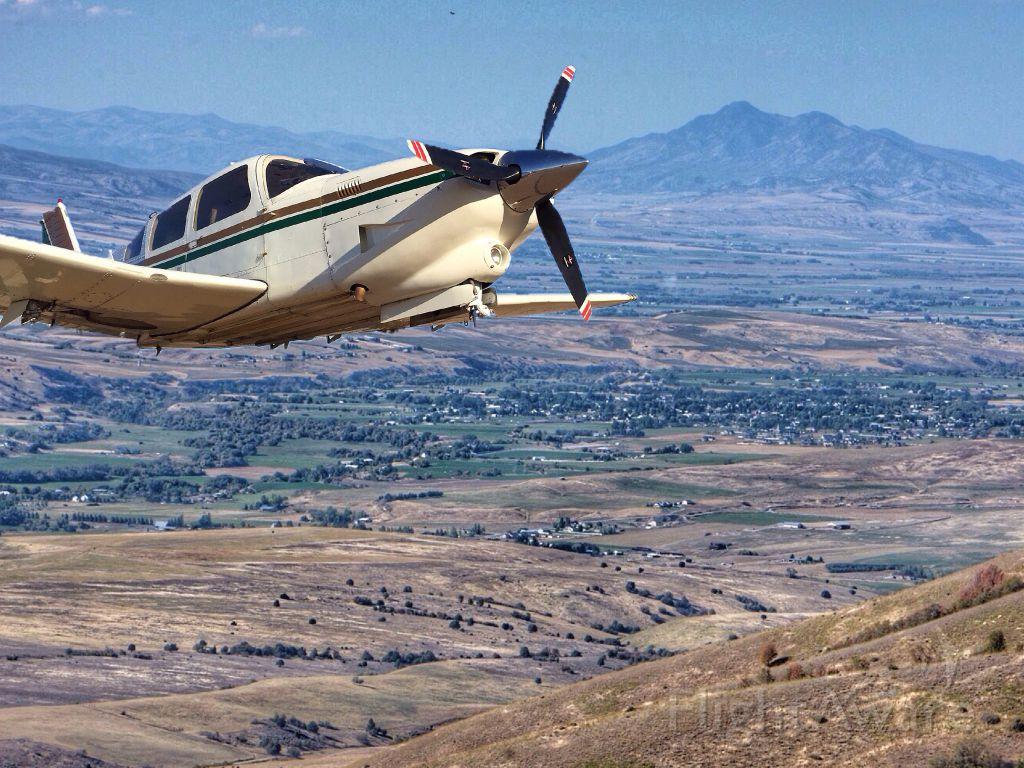 Piper Cherokee Arrow (N3588M) - Thats a bit close!