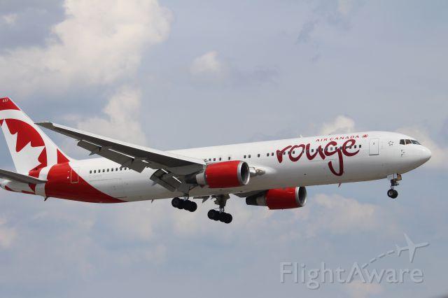 BOEING 767-300 (C-GHLK)