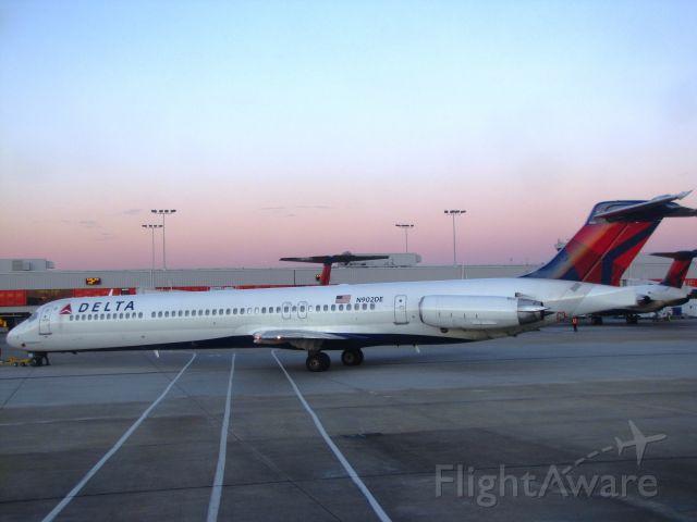 McDonnell Douglas MD-88 (N902DE)