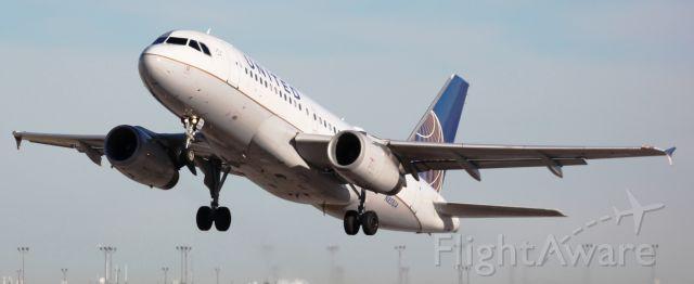 Airbus A319 (N851UA) - Departing 17R.