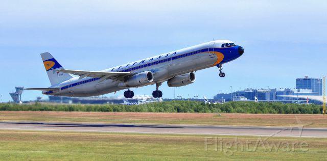Airbus A321 (D-AIDV) - Lufthansa<br />(Retro livery)