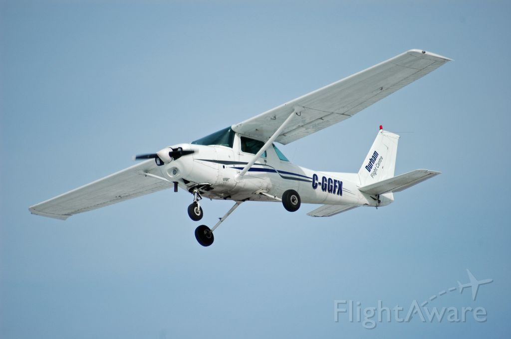 Cessna 152 (C-GGFX) - 1980 Cessna 152 (C-GGFX/152-84360) on final approach from Oshawa Executive Airport (CYOO) on Jan 27, 2021