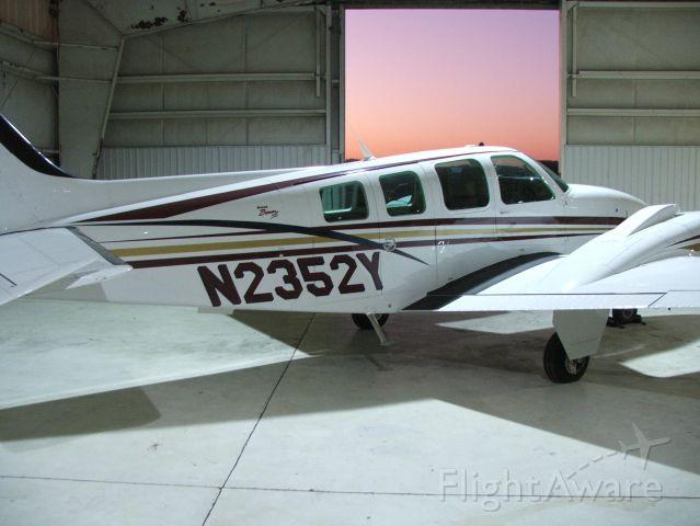 Beechcraft Baron (58) (N2352Y)