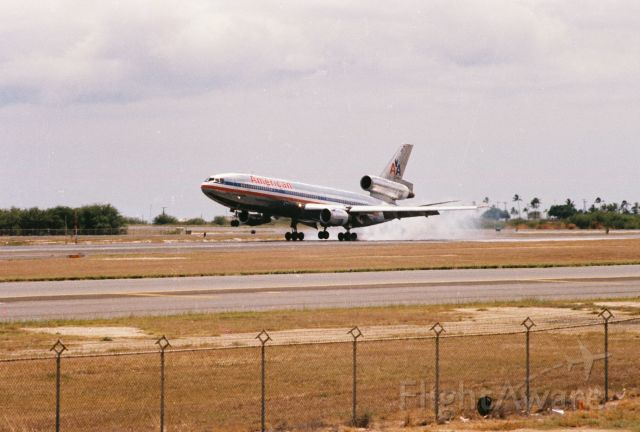 McDonnell Douglas DC-10 — - American Airlines DC-10 touching down at PHNL.