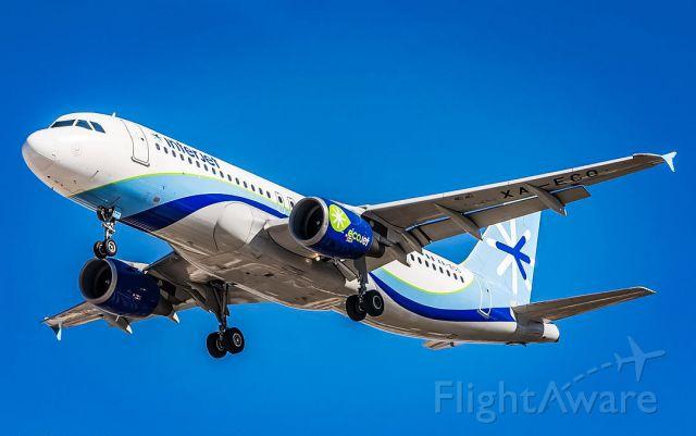 Airbus A320 (XA-ECO)