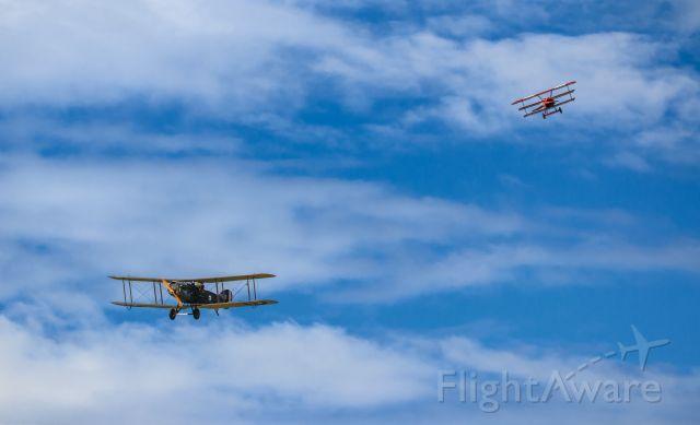 — — - Fokker DR-1 Triplane hunting down a Bristol F2B Fighter