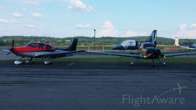 Cirrus SR-22 — - N16LX & N614KC hanging out at AOPA