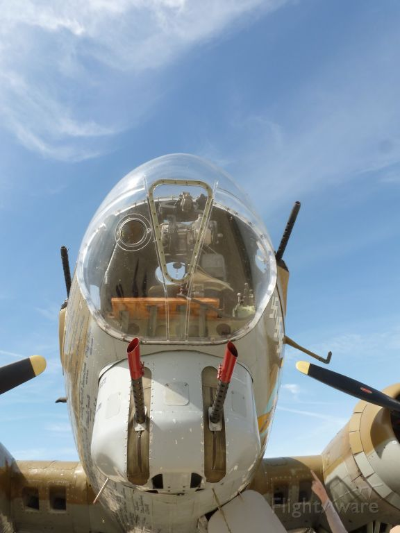 Boeing B-17 Flying Fortress (N93012) - the Norden Bombsight in 909
