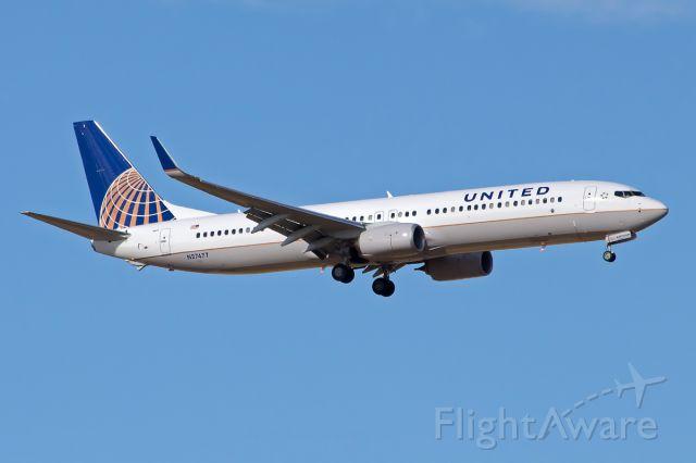 Boeing 737-900 (N27477)