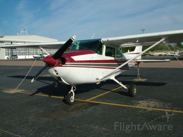 Cessna Skyhawk (N80842)