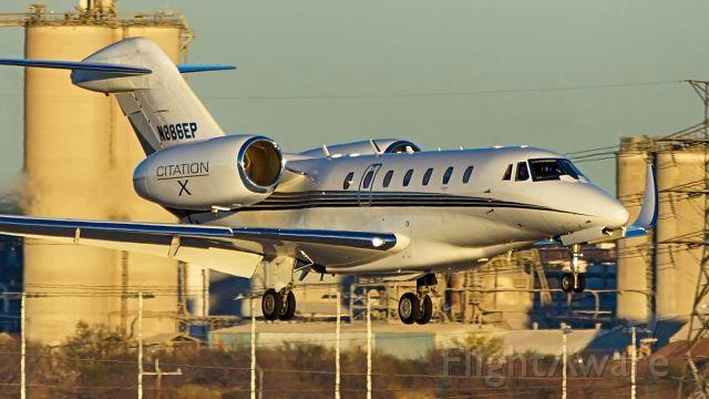 Cessna Citation X (N886EP) - 22 approach.
