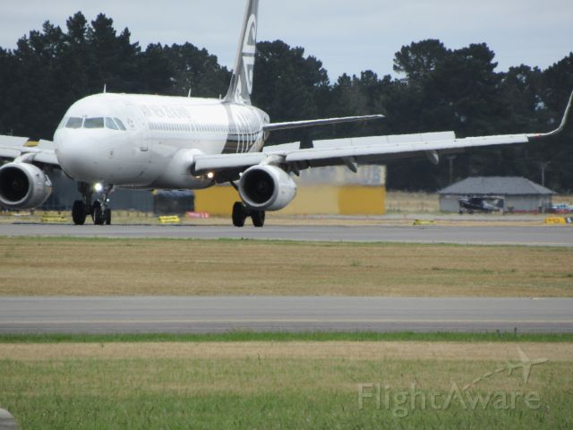 Airbus A320 (ZK-OXE) - At Gates.