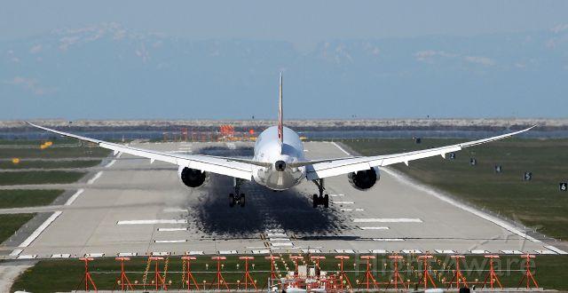 Boeing 787-8 (JA825J)