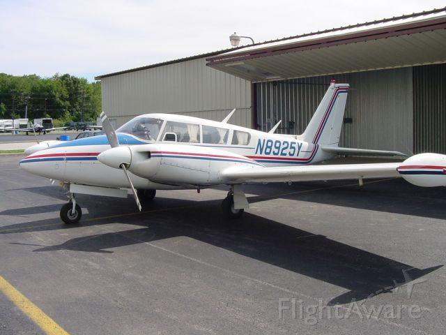 Piper PA-30 Twin Comanche (N8925Y)