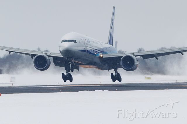 BOEING 777-300 (JA754A)