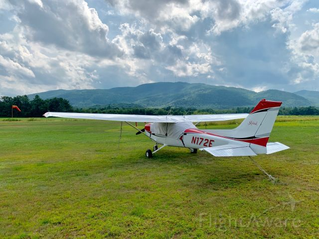 Cessna Skyhawk (N172E) - Plymouth Flying Club N172E at Plymouth NH Municipal Airport August 2019