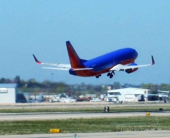 BOEING 737-300 (N394SW)