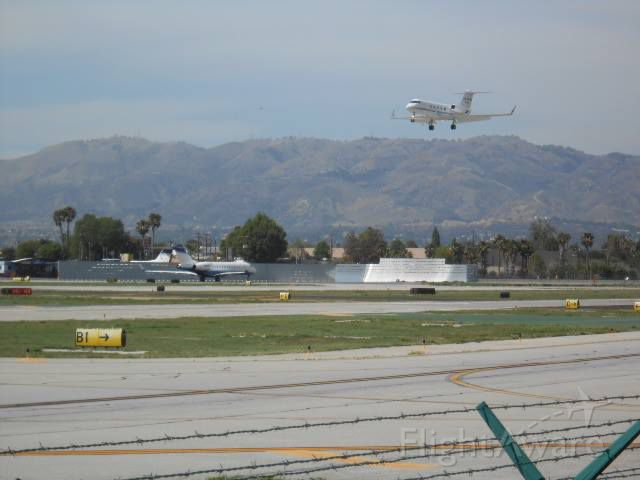— — - Plane Spotting at Van Nuys Airport!